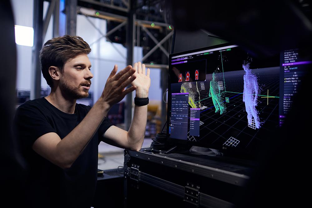 Создание медиа-фасада стенда «Цифровые двойники» на ПМЭФ-2021
