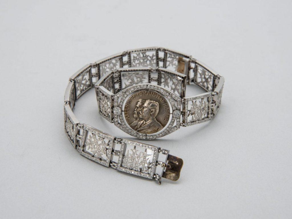 Колье-браслет из серии «Морозные узоры». Санкт-Петербург, около 1912 Фирма Карла Фаберже, мастер Альберт Хольмстрём © Музей Фаберже