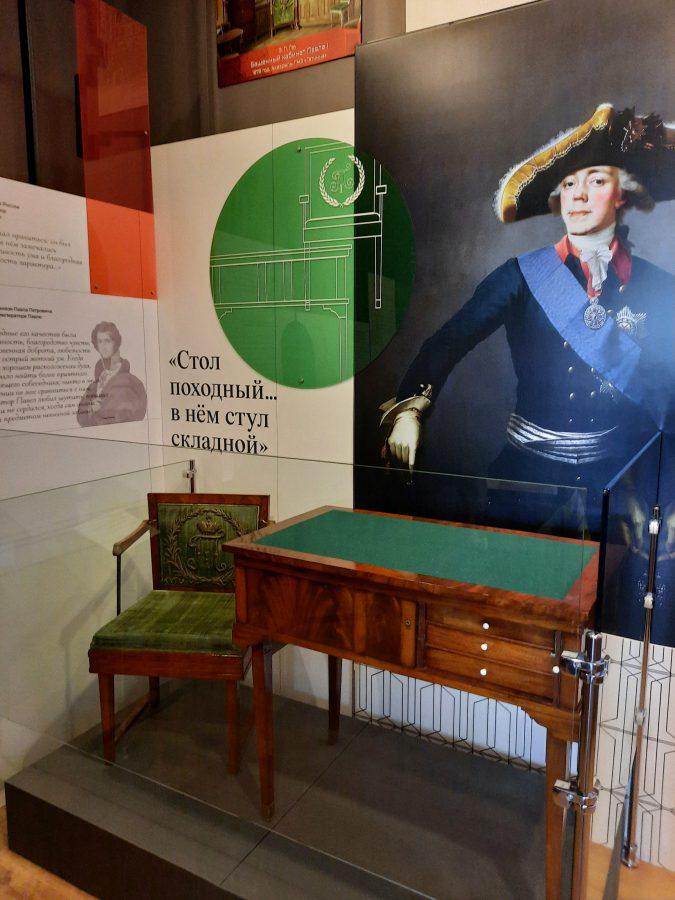 Выставка «Привычка к занятиям. Набор складной мебели императора Павла I» © Бюро музейной сценографии «Метаформа»