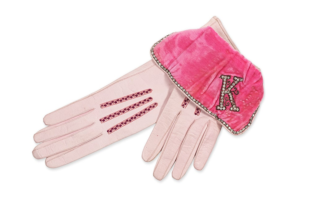 Пара вечерних перчаток, вышитых из кожи козленка Эстимейт : €600-800