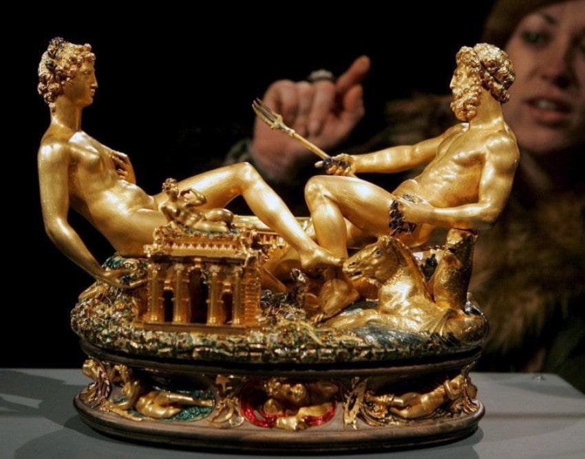 «Сальера», золотая солонка 1543 года, изображающая союз Земли и Моря