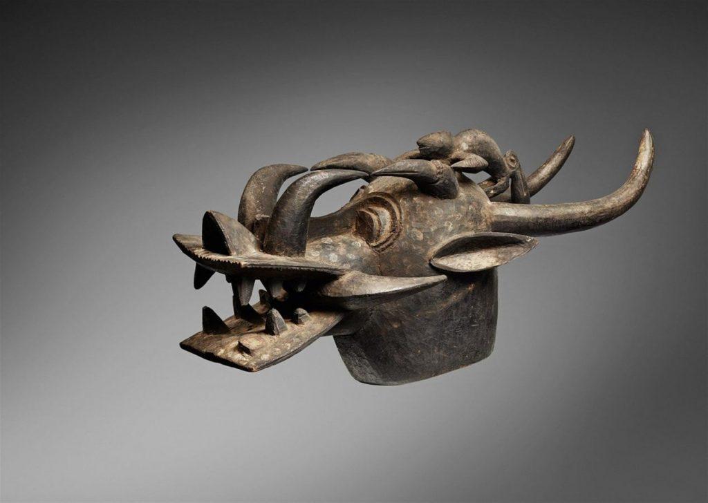 Зооморфная маска-шлем поньюго. Мали — Кот-д'Ивуар, первая половина ХХ в. Поступил в 2017 г. Дар Гирдина С.А. © Государственный Эрмитаж