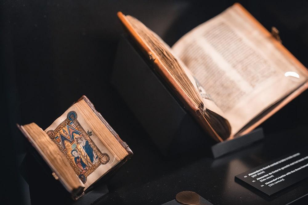 Манускрипт XIII века © KBR
