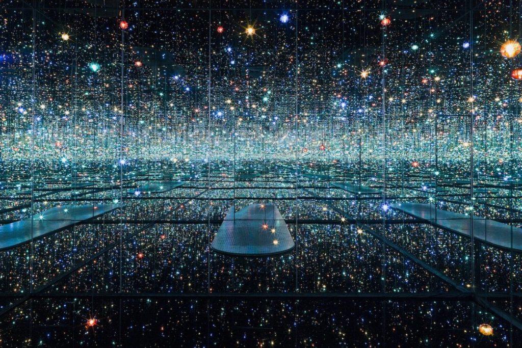 Яёи Кусама «Бесконечные зеркальные комнаты», 2011-2017 © Tate Modern