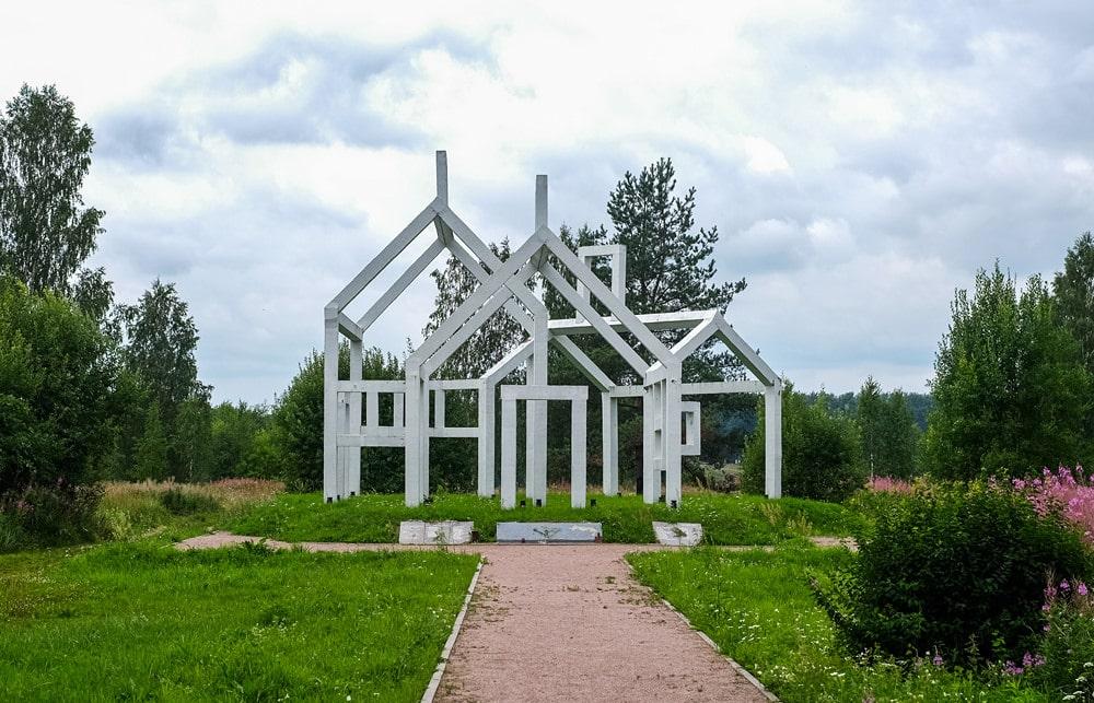 Памятник «Призрачный дом» © Точка ART