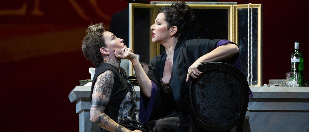 На онлайн-платформе Metropolitan Opera возобновился цикл трансляций Nightly Opera Streams с записями лучших архивных постановок, исполненных на сцене театра.