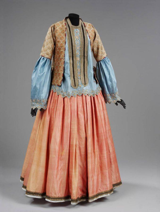 Женский костюм: жакет, блуза и юбка, 1800 — 1850, Иран © Victoria and Albert Museum, London