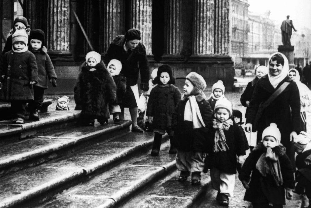 Дети блокадного Ленинграда © ЦГА СПб