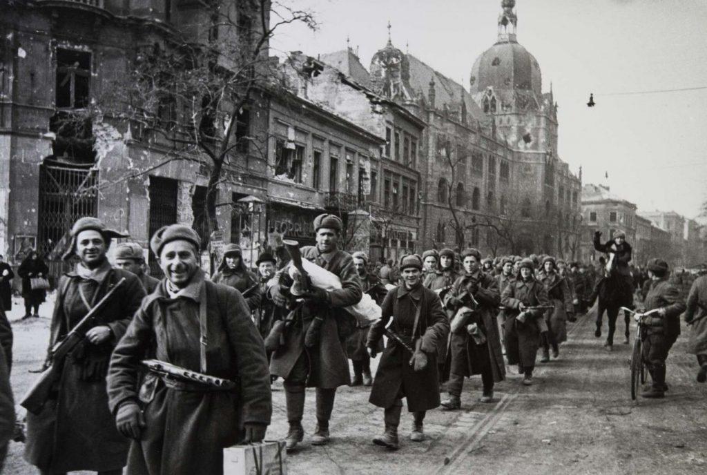 Евгений Халдей «В освобожденной Вене». Австрия, 1945 © РОСФОТО