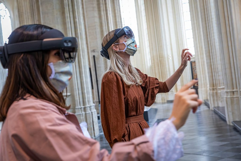 Технология HoloLens 3 в Церкви Святого Петра © leuvenbyair